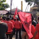 Ratusan kader PDIP geruduk Mapolres Karawang