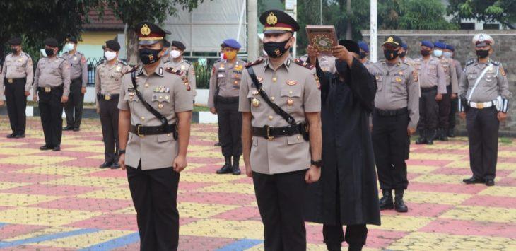 Serah terima jabatan Kasat Reskrim di ruang terbuka lapangan utama Mapolres Purwakarta.