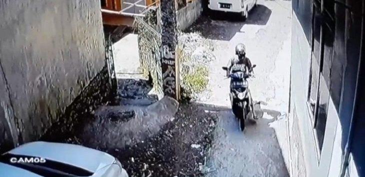 Tangkapan layar bikers saat mencoba rampas HP bocah di Garut