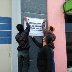 Penyidik KPK melakukan penyegelan terhadap salah satu gudang,yang diduga tersangkut kasus korupsi.