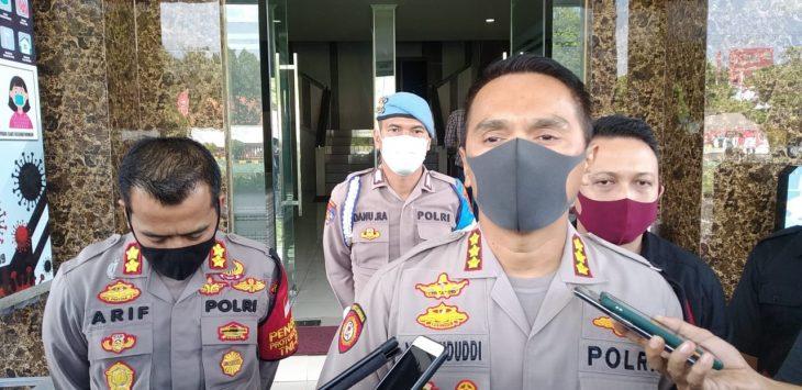 Kapolresta Cirebon Kombes Pol M Syahduddi saat memberikan keterangan penetapan dua tersangka kasus OTT Disdukcapil Kabupaten Cirebon. Bima