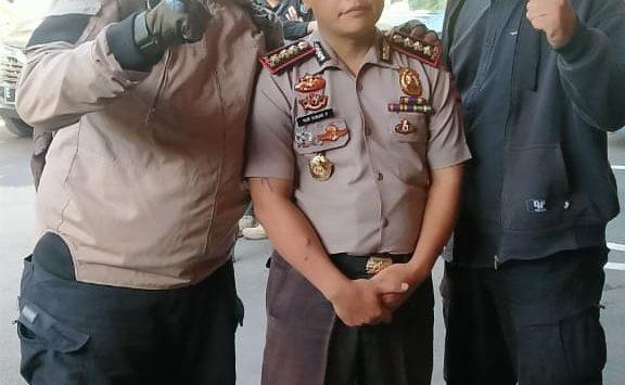 Kombes Pol Nur Sunan Pamungkas yang diamankan warga (ist)