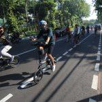 Masyarakat-sedang-bersepeda