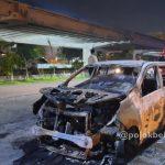 Mobil Taksi Online Terbakar