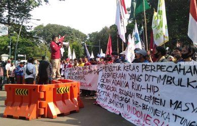 Puluhan mahasiswa Bogor raya yang menggeruduk kediaman Jokowi atau Istana Bogor (adi)