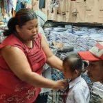 Wali Murid Buru Seragam Sekolah di Pasar Baru Bekasi
