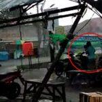 Anak dan Ibu Tertimpa Tenda saat Berteduh di Pasar Babelan
