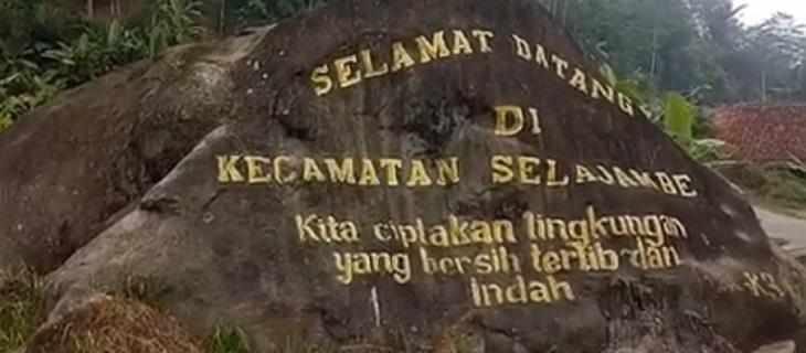 Batu Hurip di Desa Padahurip, Kecamatan Selajambe, Kabupaten Kuningan./Foto: Ega