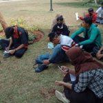 Belasan siswa belajar daring di taman kota