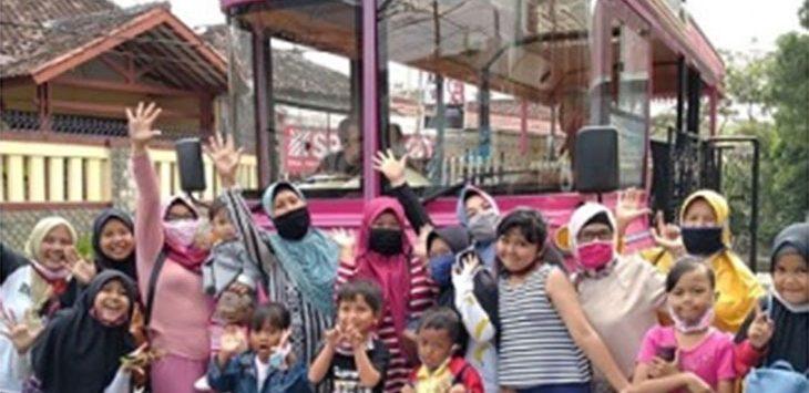 Si Pinki, Bus Wisata Kota Sukabumi Diserbu Warga