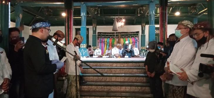 Gubernur Jawa Barat Ridwan Kamil, menyampaikan sambutan di prosesi pelantikan Sultan Sepuh Keraton Kasepuhan Cirebon, Minggu (30/8/2020)./Foto: RC