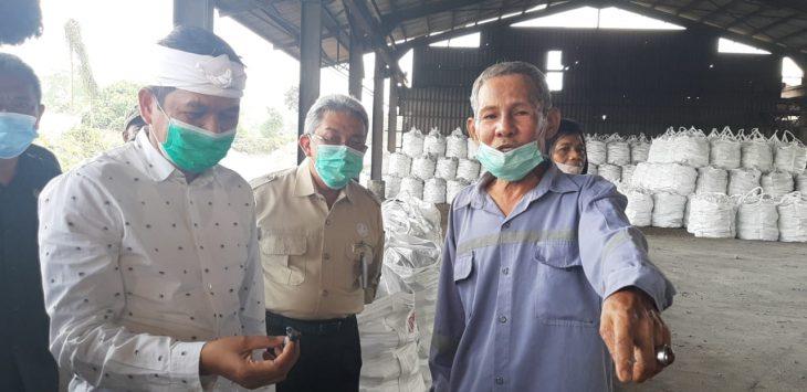 Wakil ketua Komisi IV DPR RI, saat berkunjung ke salah satu pabrik atau perusahaan yang ada di Kabupaten Purwakarta.