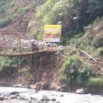 Jembatan Cibeurang hampir rubuh (adi)