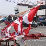 Jerit Pedagang Bendera di Bekasi