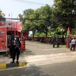 Kantor PDI Perjuangan Cianjur dijaga ketat pasukan Brimob bersenjata lengkap (ruh)