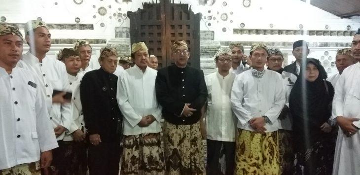 Keluarga besar Kesultanan Cirebon. Dede
