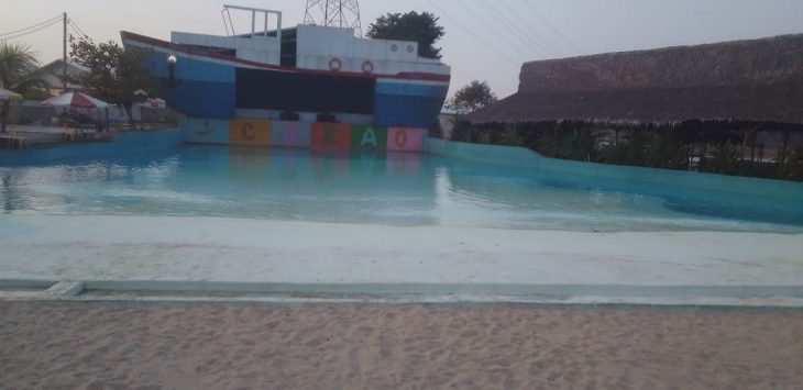 Salah satu kolam renang di area obyek wisata cikao park parakan lima jatiluhur purwakarta.