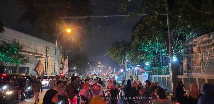 Pawai obor menyambut tahun baru Hijriah 1442 di Jalan RA Kartini, Bekasi Timur, Rabu (19/8) malam. (Adika Fadil/pojokbekasi.com)