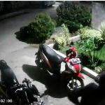Pelaku pencurian di Cikampek terekam CCTV