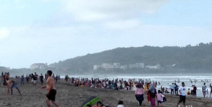 Ribuan wisatawan padati Pantai Pangandaran di masa pandemi Corona (dtc)