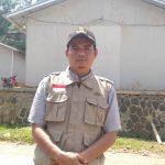 Salah satu guru di Sukajaya yang naik turun bukit demi mengajar murid (adi)