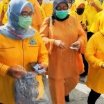 Ade Puspitasari Bagi-bagi Sembako Lagi, Kali Ini di Bekasi Timur