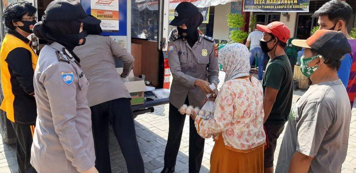 Polresta Cirebon bantu warga melalui ATM beras keliling. Ist