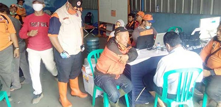 BPBD Kota Sukabumi menerjunkan personel untuk membantu korban benana alam di Kecamatan Cicurug, Kabupaten Sukabumi, Selasa (22/9).