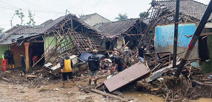 Ilustrasi banjir bandang di Kabupaten Sukabumi yang merupakan daerah terparah akibat diterjang banjir bandang pada Senin (21/9).