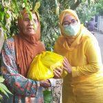 Golkar Kota Bekasi Bagi-Bagi Sembako untuk Warga Terdampak Covid-19