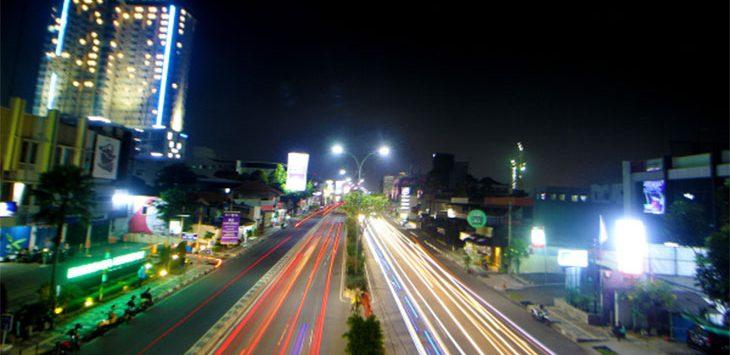 Sejumlah kendaraan melintas di kawasan Jalan Margonda Raya, Senin (31/8/2020).