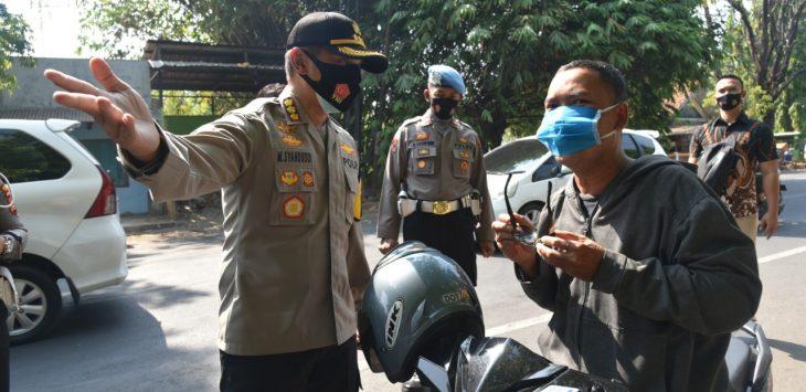 Kapolresta Cirebon, Kombes Pol M. Syahduddi saat turun ke jalan. Ist