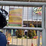 Plang penutupan Giant Yasmin Jalan KH Abdullah bin Nuh Kota Bogor (1adi)