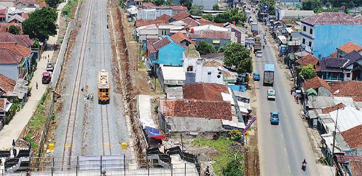 Proyek pengerjaan jalur kereta Rel Ganda (Double Track) Bogor-Sukabumi di kawasan Cicurug Sukabumi, Jawa Barat.