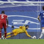 Tendangan penalti Chelsea yang gagal (getty images)
