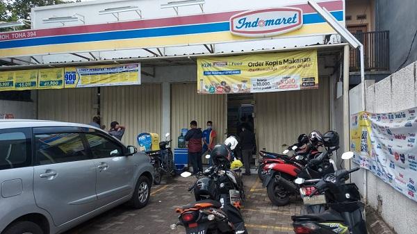 Mesin ATM yang berada di salah satu minimarket Jalan Moch Toha, Kota Bandung, Kamis (22/10/2020).