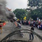 Demo mahasiswa di depan Istana Bogor pada siang hari (adi)