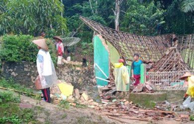 Masjid roboh di Sukabumi akibat ditiup angin kencang (ist)