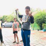 Ular Sanca batik ditangkap warga dari Sungai Ciliwung (ist)
