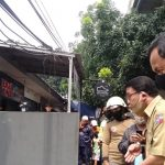 Walikota Bima Arya meninjau penyebab banjir di Perumahan Griya Cimanggu (ist)