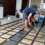Warga Perumahan Griya Cimanggu bersih rumah (adi)