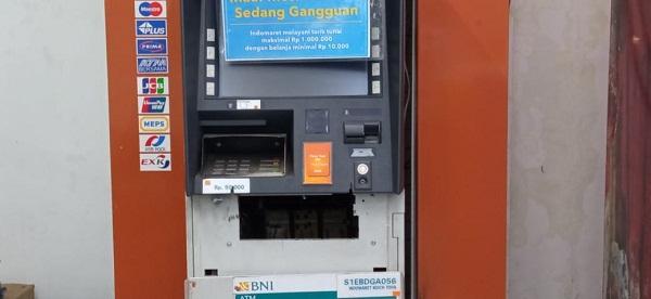 Mesin anjungan tunai mandiri (ATM) yang berhasil dibobol pencuri.