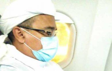 Habib-Rizieq-di-pesawat.