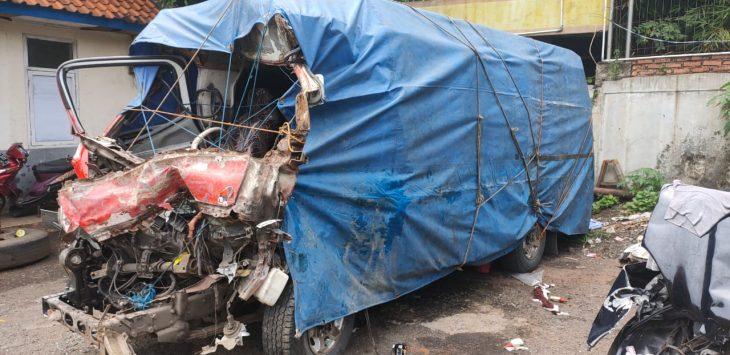 Salah satu kendaraan yang ringsek akibat terlibat kecelakaan beruntun di tol cipali purwakarta.