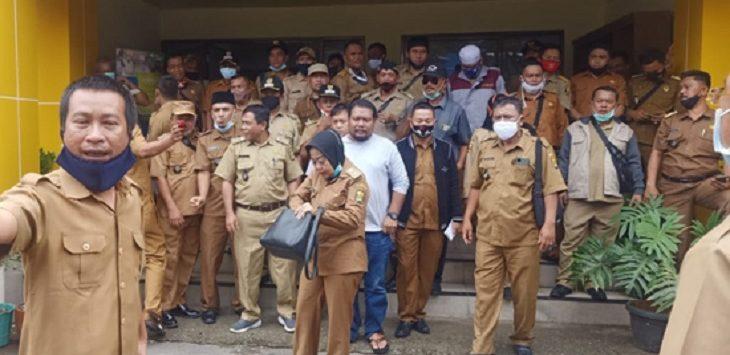 Para kepala desa usai musyawarah untuk melaporkan oknum LSM yang dinilai telah bebuat onar, Selasa (24/11)/Foto: Istimewa