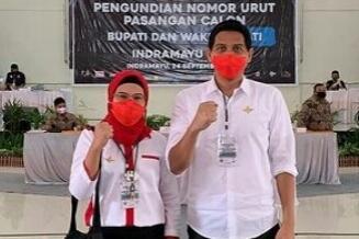 Pasangan Calon Bupati dan Wakil Bupati Indramayu nomor urut 4, Nina Agustina Dai Bachtiar. Dede