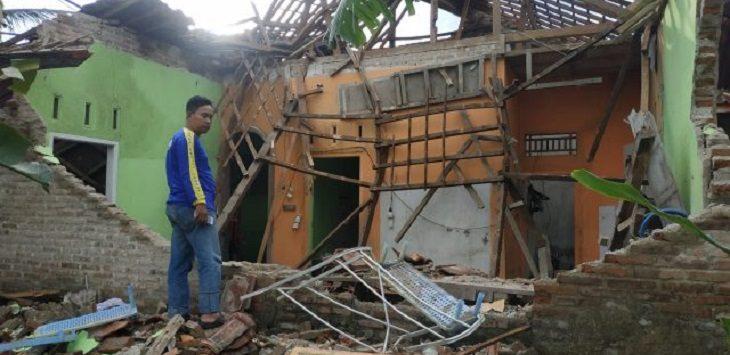 Rumah milik Tamim warga Dusun Cangkring RT 08 /02 Desa Ratawangi Kecamatan Banjarsari, Ciamis, ambruk. usai diguyur hujan, Minggu (01/10) /Foto: Istimewa