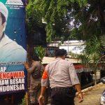 Satpol PP, Polisi dan TNI di Bekasi Kompak Turunkan Spanduk Habib Rizieq