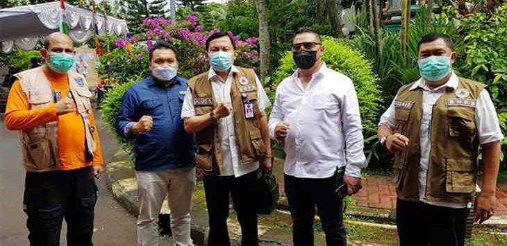 LO BNPB RI, Marsda TNI Agus Sudarya (tengah) bersama KPU Depok saat memantau proses pelaksanaan Pilkada 2020 di tiga TPS wilayah Kelurahan Tirtajaya dan Kecamatan Pancoranmas, Rabu (9/12/2020).
