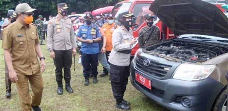 Polres Sukabumi Kota saat melakukan gelar pasukan di Lapang Merdeka Kota Sukabumi, Senin (21/12).